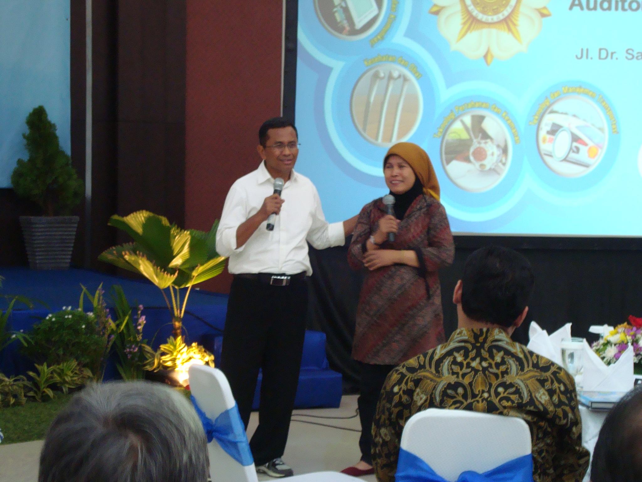 Ketua KIM Lestari Budi Prihatminingtyas melakukan koordinasi tentang pengembangan usaha kecil dengan Bpk Dahlan Iskan