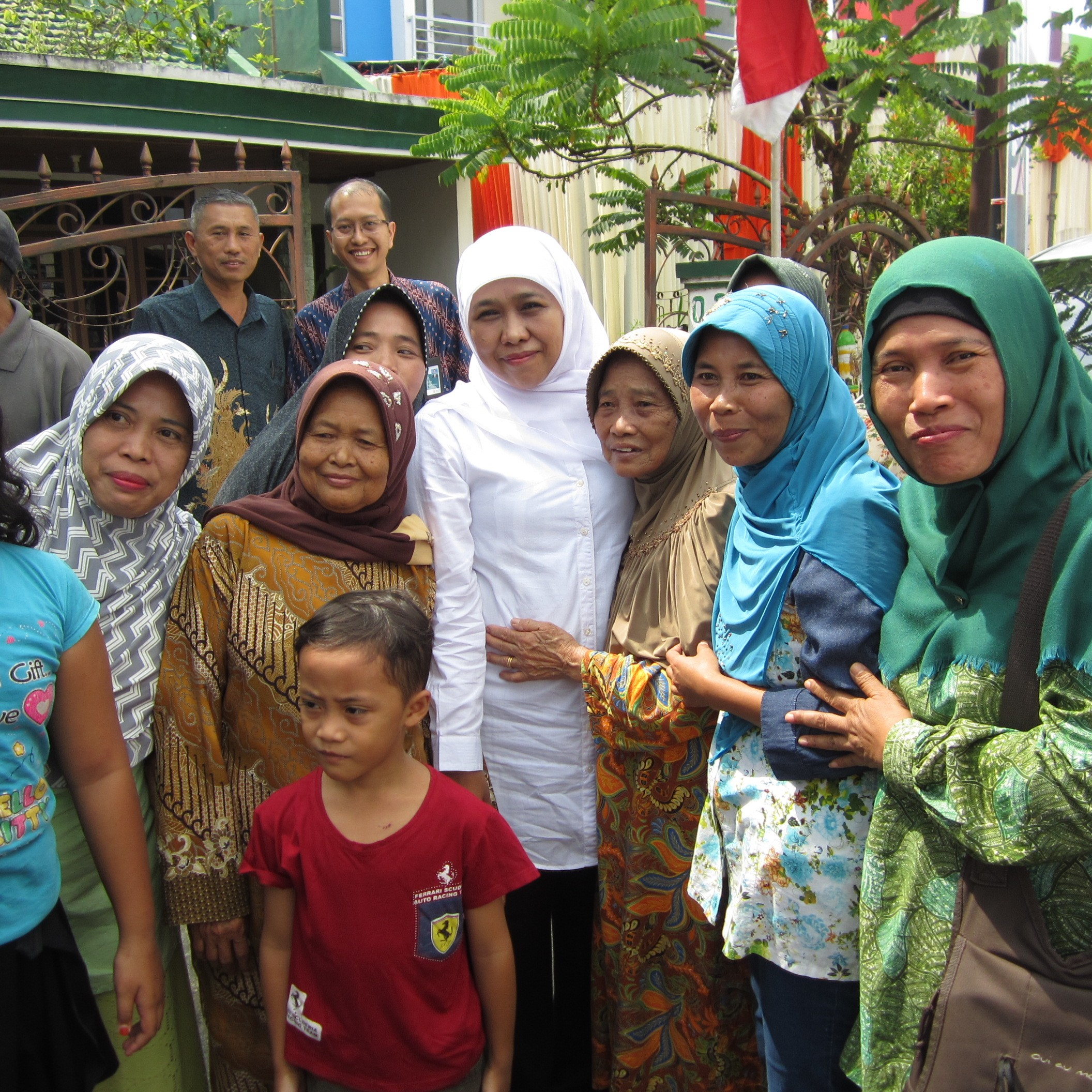 Kunjungan Ibu menteri Sosial Khofifah Indar Parawansa Ke kelurahan Tunjungsekar