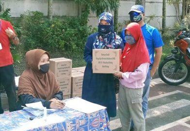 Penyaluran Bantuan Sosial dari Warga Ijen Nirwana Residance RW 9 Kelurahan Bareng