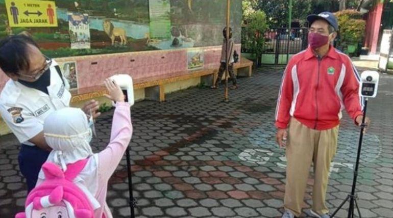 Hari Pertama Percobaan Sekolah Tatap Muka Di SDN Sukun 03 Malang